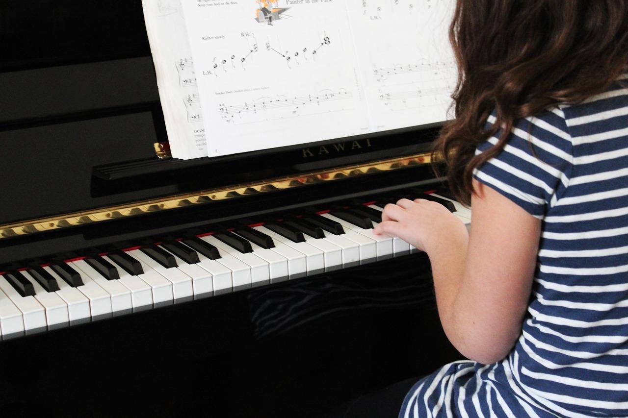 Lad børn lytte til musik